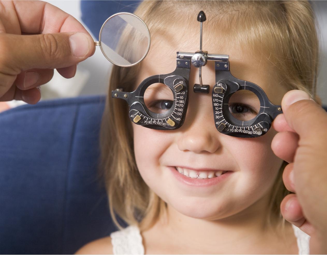 mi esik a szemvizsgálat előtt gyermekek szemészi kérdései